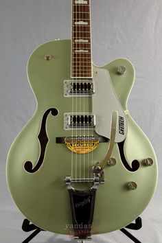 The Gretsch G5420T Electromatic carries on the true tradition of hollowbody electric guitars that has spanned over six decades and has been a crucial part of music history. The body features a laminat