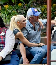 Gwen Stefani and Blake Shelton packed on some PDA during their family trip to Disneyland Anaheim, California, on Wednesday. Blake Shelton Gwen Stefani, Blake Shelton And Gwen, Gwen Stefani And Blake, True Love Couples, Cute Couples, Black Shelton, Gwen And Blake, Cute Celebrity Couples, Nostalgia