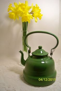 enamelware apple green tea kettle...have to re-pin @ least once 'week...lol..dr