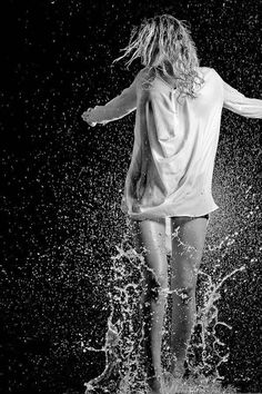Girl In Rain, Nature Collection, Singing In The Rain, Elements Of Nature, Stunning Photography, Feeling Loved, Color Splash, The Outsiders, Concert