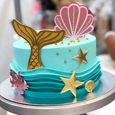 Mais detalhes do nosso bolo! E o tema??? Alguém dúvida que eu AMO Sereismo?❤️ Corante usad