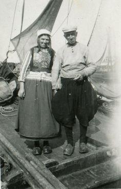 Peet Neeltje en Ome Kees op hun botter de Marken 63