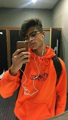 Felipe ao completa os seus 17 anos, descobrir que gosta de homens. NI… #diversos # Diversos # amreading # books # wattpad