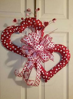90 Easy Dollar Store DIY Valentine& Day Wreath Ideas That Make Your Front Door Romantic . - 90 Easy Dollar Store DIY Valentine& Day Wreath Ideas That Make Your Front Door Romantic …, - Diy Valentines Day Wreath, Fun Valentines Day Ideas, Valentines Day Decorations, Valentine Day Crafts, Homemade Valentines, Valentine Tree, Valentine Stuff, Printable Valentine, Diy Valentine's Day Decorations