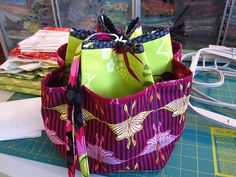 Hexi-Tote Tutorial from Sleepy Owl Studio- cute tote, great for knitting projects or other crafts.