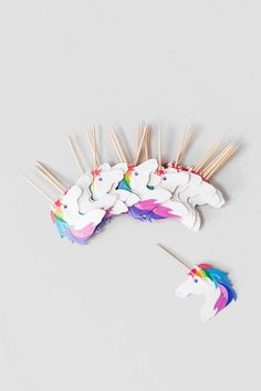 Having a girls birthday party? How about giving out unicorn party picks? Rainbow Unicorn Party, Unicorn Birthday Parties, First Birthday Parties, Girl Birthday, First Birthdays, My Little Pony Party, Fiesta Little Pony, Pyjamas Party, Anniversaire Harry Potter