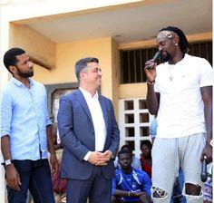 The Togolese Footballer Emmanuel Adebayor went for a visit today in Kodjoviakopé, the neighbourhood he grew up in