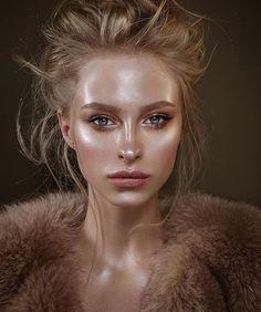 Artistic make-up: a strobing make-up look for an editorial piece Fashion Editorial Makeup, Editorial Hair, Beauty Editorial, Editorial Make Up, Metallic Makeup, Glossy Makeup, Skin Makeup, Makeup Emoji, Pastel Makeup