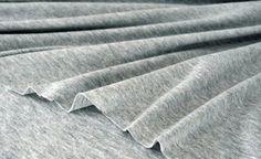 Coudre des tissus élastiques à la machine classique c'est tout à fait possible mais ça nécessite un peu de matériel …