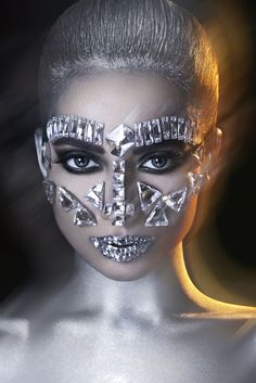 #fatimanasir #creative #makeup #makeupartist #chanelmakeup #mehron #kryolan #anastasia #icequeen #swarovskielements