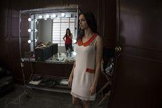 Ultimando detalles del look, maquillaje y peinado. Primavera-Verano 2013 / La Esquina Azul