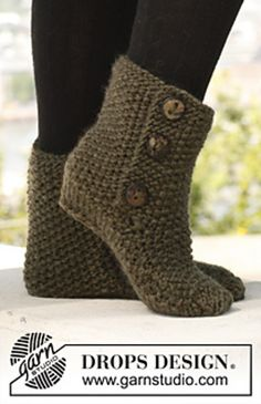 Free Pattern: 142-36 St Louis Boots - Slippers in seed stitch