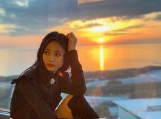 photos of the nation's girl group twice ! Nayeon, Kpop Girl Groups, Korean Girl Groups, Kpop Girls, K Pop, Tzuyu Wallpaper, Twice Tzuyu, Sana Minatozaki, Youtuber