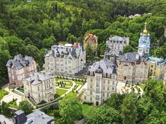 Savoy Westend Hotel in Karlovy Vary – Book your Spa Wellness holiday in Savoy Westend Hotel in West Bohemia, Czech Republic for the best price with SpaDreams Pet Resort, Resort Spa, Places To Travel, Places To See, Spa Breaks, Prague Czech Republic, Luxury Spa, Wellness, Hotel Spa