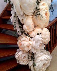 Купить или заказать Свадебный декор в интернет-магазине на Ярмарке Мастеров. Оформление пространства бумажными цветами с добавлением живой зелени, бумажной, акриловой и световой гирлянд. Все цветы и бумажная гирлянда выполнены из гофрированной бумаги вручную. Возможна другая цветовая гамма.