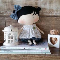 #urso #amorosa #atelie #artesanato #azul #tildinha #babytilda #tildababy #bonecadepano #bichodepano #festa #aniversario #decoracaofesta #decor #decoracaofestainfantil #festaaniversário #meumundocorderosa #amigasdolar #rainhasdolar #obrigadadeus #larquedeusmedeu #fofurandoacozinha #enxovaldebebe #meubebe #paidemenina #gravidademenina #infantil #bonecalinda #recemnascido #fotografiainfantil