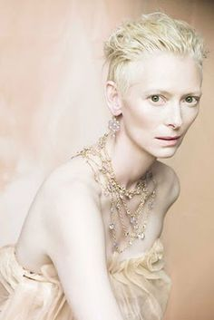 tilda <3 (one of the most amazing looking women around!)
