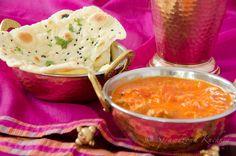 Chlebek Naan, bardzo prosty i niesamowicie smaczny dodatek do różnego rodzaju sosów i dipów. Ciasto jest elastyczne i miękkie