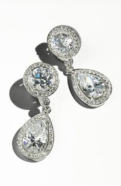Beautiful drop earrings http://rstyle.me/n/ebar7nyg6