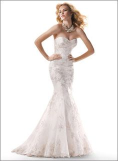 This size 14 Maggie Sottero Hudson Gown will complement any blushing bride. The Hudson has the sweetest sweetheart neckline, fits and flares, and has a corset back closure. The bride gets a fitted yet