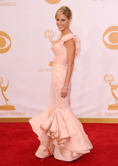 Julie Bowen wears a Zac Posen Resort 2014 gown, Christian Louboutin 'Hyper Prive' peep-toes and Jacobs and Co jewellery at the 2013 Emmys.