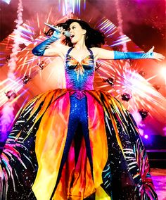 We have faith Katy Perry will rock this year's Super Bowl Halftime show - Can't wait to see her outfits! Katy Perry Kostüm, Katy Perry Fotos, Disfraz Katy Perry, Rock Rio, Katy Perry Firework, Kati Perri, Prismatic World Tour, Photos Of The Week, Carnival