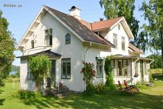 Scandinavian Cottage, Swedish Cottage, Swedish House, Antebellum Homes, Small Cottages, Old Mansions, Cottage Exterior, Unusual Homes, Cute House