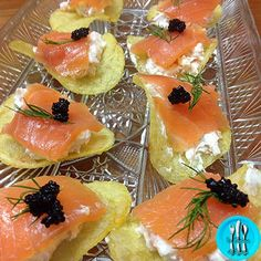 Canapé de patata y salmón Appetizers For Party, Appetizer Recipes, Canapes Salmon, Xmas Dinner, Tasty, Yummy Food, Patatas Chips, Recipe Images, Appetisers