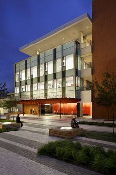 University of California Irvine Contemporary Arts Center / Ehrlich Architects / LRM Landscape Architecture