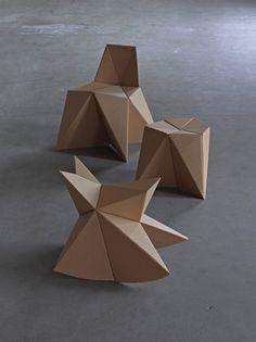 drie kindermeubeltjes, die je zelf thuis kunt maken van kartonnen dozen....