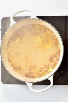 Simple And Healthy Ginger Lemonade - Alphafoodie Healthy Lemonade, Ginger Lemonade, Homemade Lemonade, Ginger Water, Ginger Juice, Fresh Ginger, White Pot, Five Ingredients, Fresh Mint