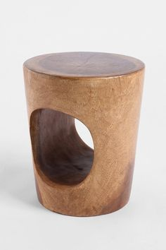 Tunnel Stool: My gatos would love hanging out in this.