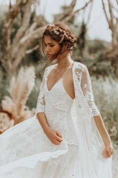 Wedding Dress Vintage The most romantic boho wedding dresses every bride will want - Let's say I DO! With the most romantic boho wedding dresses, every bride will want to have on her wedding day! Lace Wedding Dress, Bohemian Wedding Dresses, Luxury Wedding Dress, Boho Dress, Lace Weddings, Picnic Weddings, Wedding Picnic, Bohemian Weddings, Boho Vintage