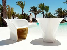 Sehen Sie atemberaubende Formen und Farben von Stühlen und Tischen - http://wohnideenn.de/mobel/08/formen-und-farben-von-stuhlen-und-tischen.html #Möbel