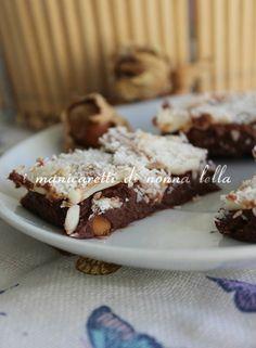 QUADROTTI AL CIOCCOLATO,NOCCIOLE E COCCO I manicaretti di nonna Lella http://blog.giallozafferano.it/graziagiannuzzi/quadrotti-al-cioccolatonocciole-e-cocco/