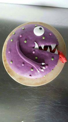 gateau anniversaire monstre cake design pâte à sucre smarties