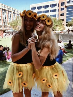 halloween costumes for teens Best Halloween Costumes for BFFs in 2019 so that you Celebrate your Friendship like Never Before - Hike n Dip Halloween Costumes For Teens Girls, Cute Group Halloween Costumes, Cute Costumes, Purim Costumes, Cute Best Friend Costumes, Group Costumes, Halloween 2019, Costume For Girls, Bff Costume Ideas