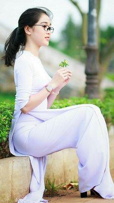 Top Asian Beauty Secrets For Your Inspiration x 740 Vietnamese Traditional Dress, Vietnamese Dress, Traditional Dresses, Asian Woman, Asian Girl, Asian Beauty Secrets, Vietnam Girl, Foto Instagram, Ao Dai
