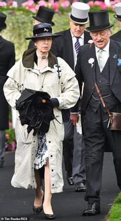 The Queen, arrived for the second day of festivities at Royal Ascot in an open-top carriage alongside Prince Charles, and the Duchess of Cornwall, Princess Elizabeth, Royal Princess, Duchess Of Cornwall, Duchess Of Cambridge, Victoria Pendleton, Charlotte Hawkins, Lady Ann, Princesa Real, Zara Phillips