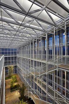 Vista interior. Edificio de oficinas Intesa Sanpaolo por Renzo Piano Building Workshop, architects. Fotografía © Enrico Cano. Señala encima de la imagen para verla más grande.
