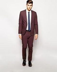 Love the hue of this burgundy cotton suit for him Popular Beard Styles, Burgundy Suit, Stylish Suit, Cotton Suit, Groom Attire, Suit And Tie, Fashion Books, Mens Suits, Poplin