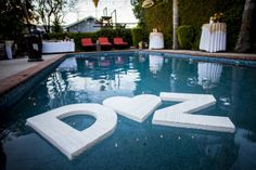 festa noivado diferente na piscina