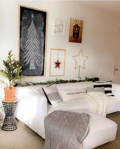 Christmas is on its way. And when the first snow touches the earth, we can smell that Christmas is near. Scandinavian Christmas Decorations, Easy Christmas Decorations, Simple Christmas, Christmas Ideas, Small Plants, Nordic Style, Black And White Colour, Perfect Place, Indoor