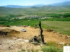 روستای بسیار زیبای تاج دولت شاه در کنار معدن
