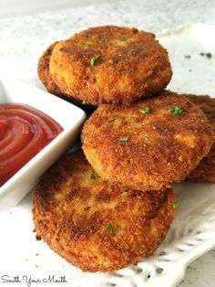 Crispy Chicken Fritters! A simple 5-ingredient recipe for crispy chicken fritters or croquettes made with all-white canned chicken. Easily shape into smaller portions for kid-friendly homemade chicken nuggets. #chickenfritters #cannedchicken Chicken Fritters Recipe, Chicken Croquettes, Chicken Patties, Chicken Patty Recipes, Meat Recipes, Dinner Recipes, Cooking Recipes, Curry Recipes, Canned Chicken