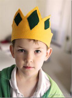 How to Make a Felt Crown ~ Mama Smiles - Joyful Parenting Nativity Costumes, Nativity Crafts, King Costume For Kids, Crown Party, Felt Crown, Diy Crown, Three Wise Men, Kings Crown, Crafts For Kids To Make