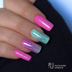 Bellissima #decorazione estiva con la #polvere #Galaxy!  I #geluv utilizzati sono C85 #Incanto e C96 #Gioia.    #nailart #glitter #rosa #verde #colori #summer   #arcobaleno #nail #nails #passioneunghieofficial