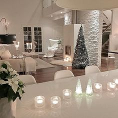 Setting the festive mood💕 Modern Home Interior Design, Luxury Kitchen Design, Luxury Homes Interior, Dream Home Design, House Design, Elegant Living Room, House Inside, Living Room Inspiration, Modern Room