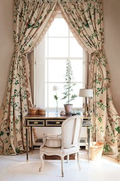 in love with these drapes // deeda blair's bedroom