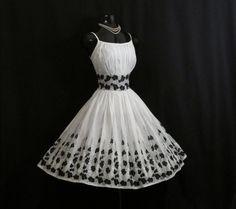 Años 50 Vintage 1950 negro algodón bordado blanco baile fiesta boda vestido…